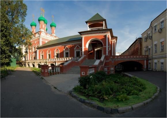 Высоко-Петровский монастырь. Фото: ШармAнка, photosight.ru