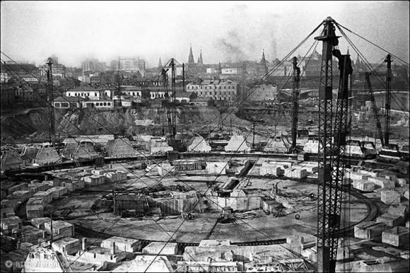 Строительство Дворца Советов. Снимок сделан между 1938-1940 годами. Фото: oldmos.ru
