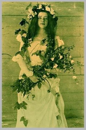 Любовь Дмитриевна Менделеева (17 лет) в роли Офелии в домашнем спектакле  Боблово, 1898