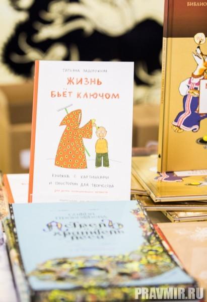 А можно купить и  недорогие забавные книжки –  как для детей, так и для  взрослых.