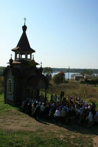 Крестный ход на гору Золотуха в день памяти новомучеников Кирилловских. Фото: delorus.com