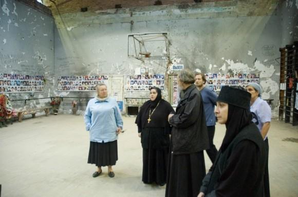 Спортивный зал школы № 1 в Беслане, где содержали заложников 1-3 сентября 2004 г.