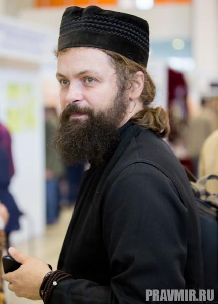 И хотя на ярмарке  встречаются православные читатели…