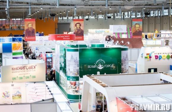 И большом зале А  видное место занимает стенд  издательств «Лепта», «Дар» и  «Белый город»…