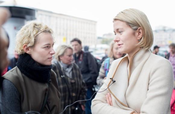 Актриса Надежда Михалкова приехала вместе с режиссером Резо Гигинеишвили. Она ответила на вопросы журналистов,…