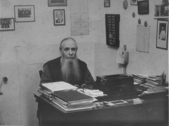 Владыка Зиновий (Мажуга) за рабочим столом в своей келье