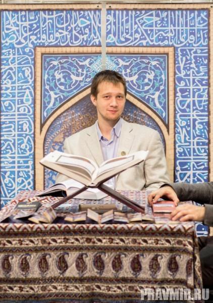 Это, в том числе,  и разного рода духовная литература. Кстати, надо отметить, что в этом  году на ММКЯ довольно большое  количество стендов занимают  мусульманские издания.