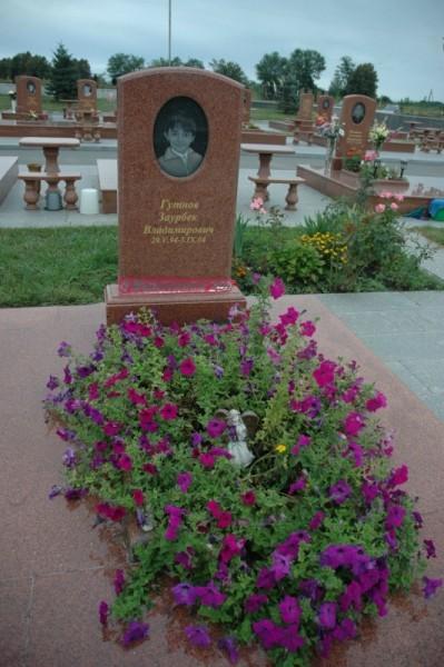 Мемориальное кладбище «Город ангелов». Могилы с крестами – христианские, без крестов - других конфессий.