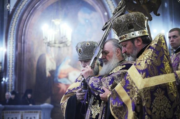 Воздвижение Креста Господня. Святейший Патриарх Кирилл, храм Христа Спасителя, 2011