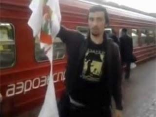 """На Павелецком вокзале """"православные активисты"""" сорвали с человека майку с надписью Pussy Riot, а после этого выложили в сеть видео с обоснованием нападения"""