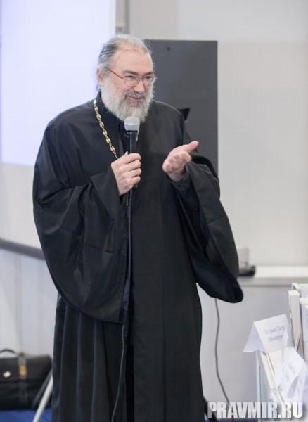 Игумен Петр Мещеринов по просьбе ведущих подвел итоги круглого стола.