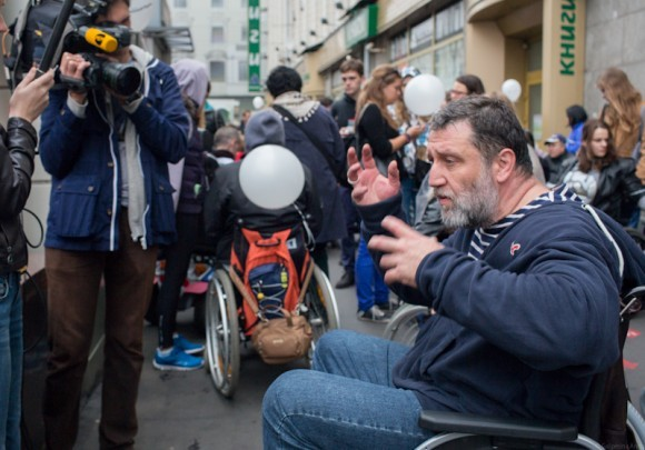 Сергей Пархоменко рассказывает журналистам, как непросто быть «инвалидом»