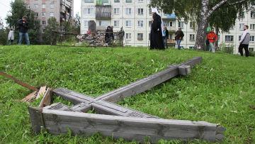 Спиленный в Архангельске крест. Фото: РИА Новости