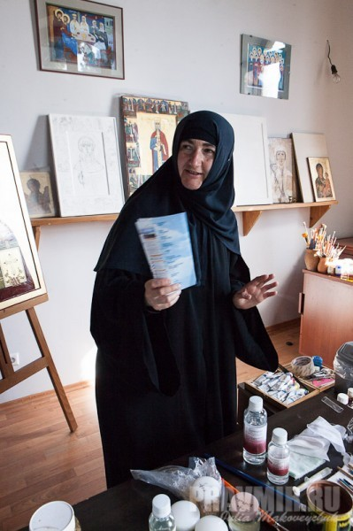 Монахиня Тамара, благочинная монастыря. Чтобы провести экскурсию по Бодби для корреспондентов ПРАВМИРа, матушка жертвует воскресной литургией — другого времени не будет