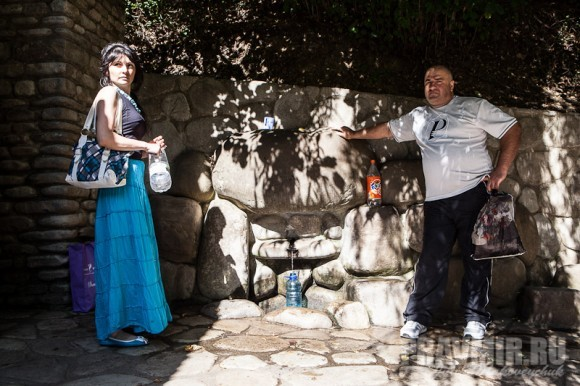 На источнике святой Нины неподалеку от обители