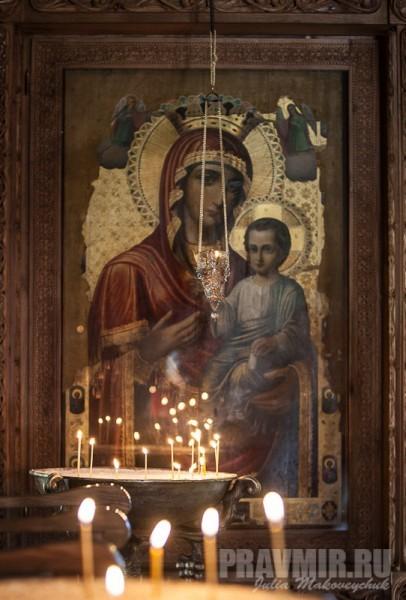 Чудотворная Бодбийская Иверская икона Божией Матери. В годы Великой Отечественной войны образ использовался как операционный стол