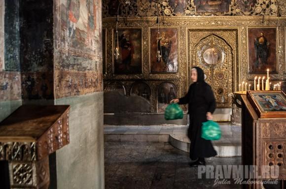 Интерьер собора. Иконостас — последний, сделанный в мастерской Давидо-Гареджийской обители, 1823 год