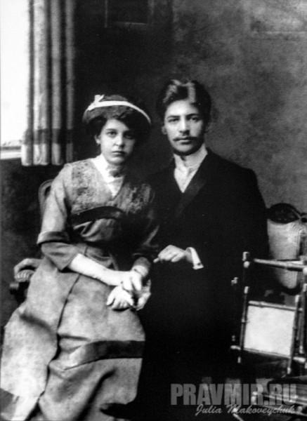 священник Александр Соколов (расстрелян в 1937) с супругой. В их доме находила приют Евфросиния Николаевна, навещая мужа в Вологодской тюрьме