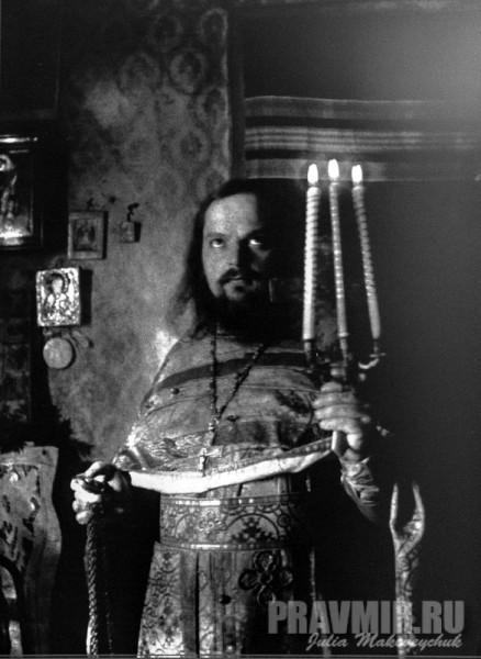 отец Сергий в своей келье в Кадникове