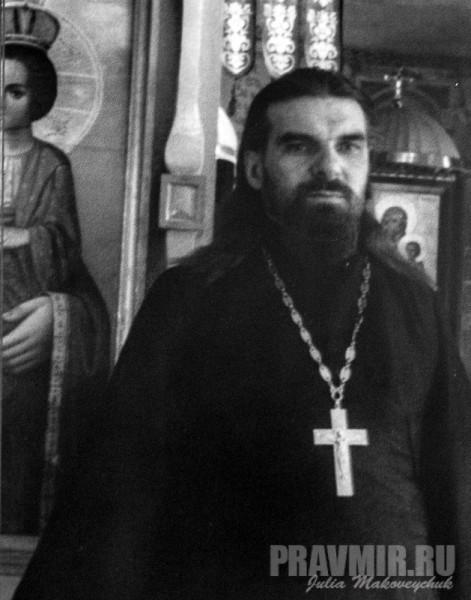 священник Феодор Семененко. Был прихожанином маросейского храма; прислуживал в храме свт. Николая в Подкопаях. 24 марта 1935 года был тайно рукоположен во пресвитера святителем Афанасием (Сахаровым).