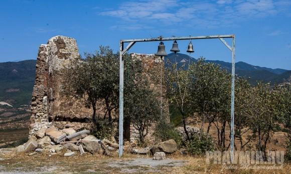 Развалины древнего малого храма Креста