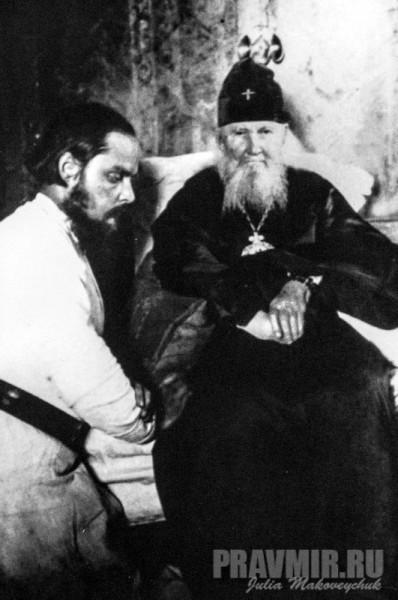 С митрополитом Макарием в Николо-Угрешском монастыре. 1924.
