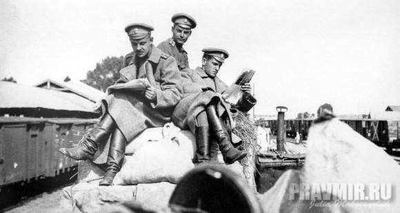 В 1917 году Сергей Мечев недолго служил на фронте вольноопределяющимся.