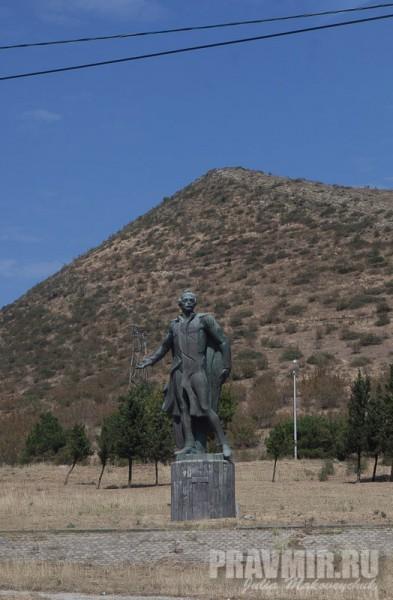 Памятник М. Ю. Лермонтову