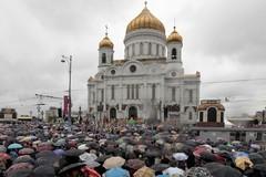 Дождь. Молебен в память 1812. 17 тысяч человек – ФОТО