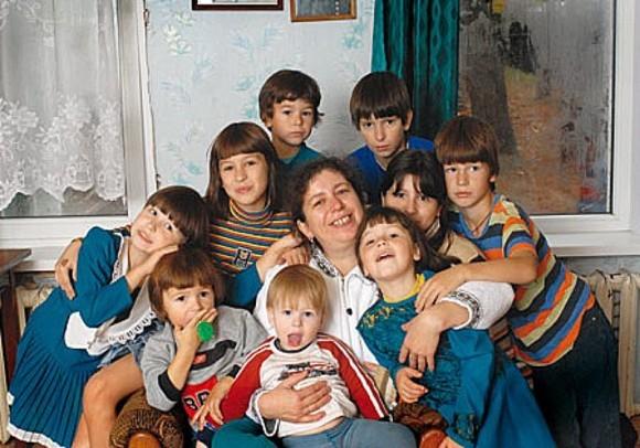Матушка Фотиния с детьми