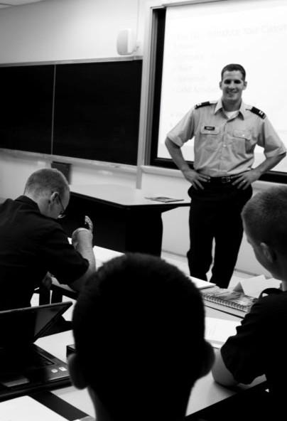 Скотт преподает военнослужащим