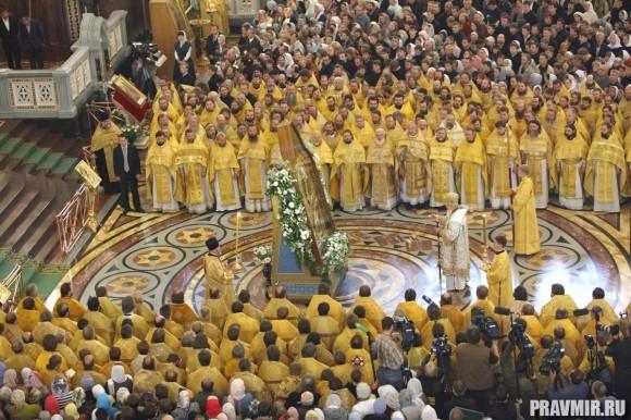 его Святейшеству сослужили архиереи, наместники ставропигиальных монастырей; благочинные и духовенство г. Москвы и Смоленской епархии.