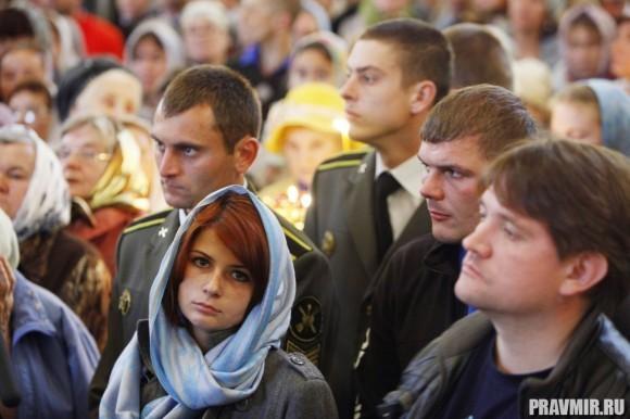 Более 5000 человек молились в храме