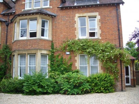 В этом доме на Нортмур роуд находится квартира владыки Каллиста
