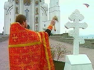 Освящение креста в память о митрополите Петре (Полянском) рядом с Вознесенским храмом Челябинской области