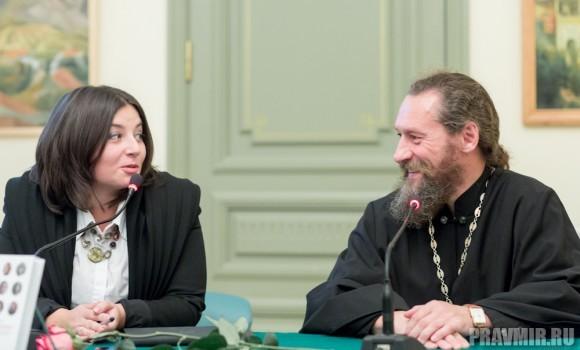 Отец Андрей Юревич тоже был приглашен за «зеленый стол» - сказать о своем впечатлении от книги: «Я ее не читал! У меня матушка забрала и не отдает!» - шутя жаловался он.