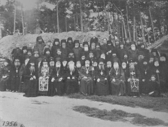 Братия глинской пустыни с Преосвященным Евстратием, епископом Сумским и Ахтырским. 1956 год