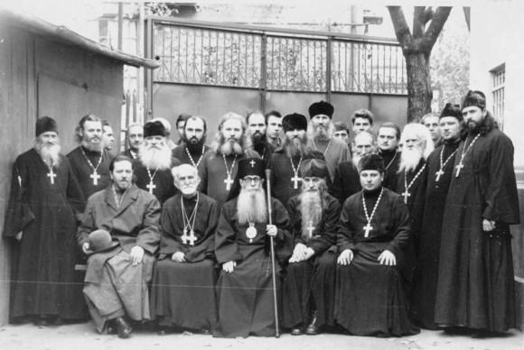Владыка Зиновий  с духовенством