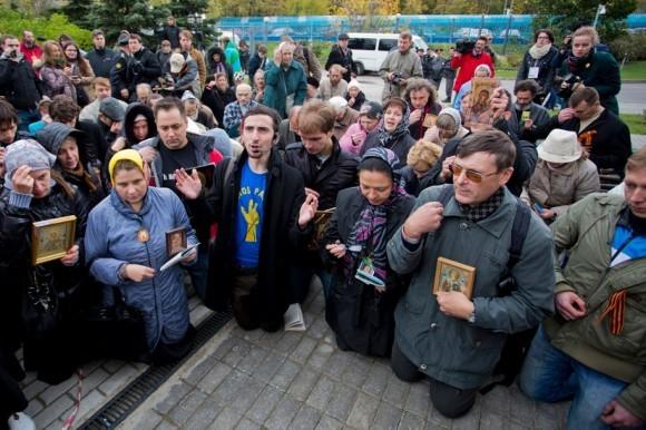 Акция Дмитрия Энтео под зданием Мосгорсуда 1 октября 2012 г. Фото: novayagazeta.ru