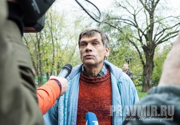 Отец Надежды Толоконниковой заявляет, что в России есть тенденция к созданию «православного Ирана»