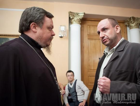 Прот. Всеволод и Дмитрий Лурье  перед дебатами