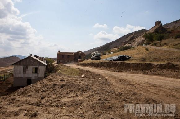 Вокруг монастыря строится гостевой дом и кельи для трудников