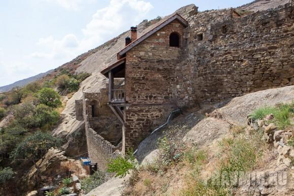 Трапезные и другие постройки относятся к тому же периоду