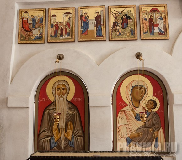 Иконостас храма Преображения: преподобный Давид, Богородица. Праздничный ряд иконостаса