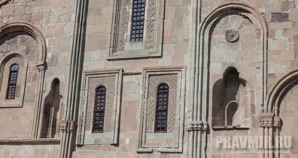 Стены собора