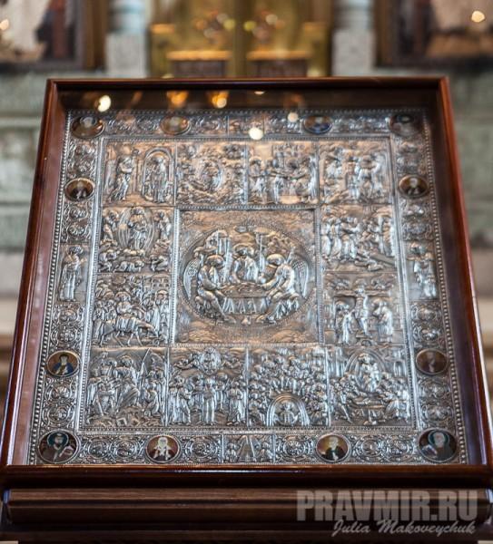 Икона Троицы. Такая техника очень популярна в Грузии