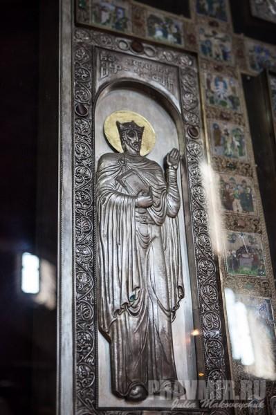 Фрагменты креста: справа от креста изображен царь Мириан