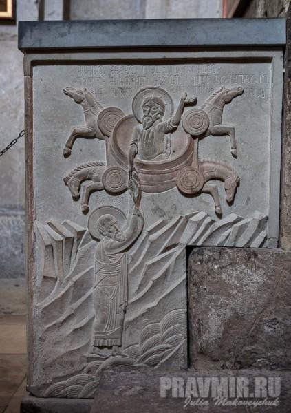 Вознесение святого пророка Илии на огненной колеснице. Пророк Илия передает свою милоть пророку Елисею