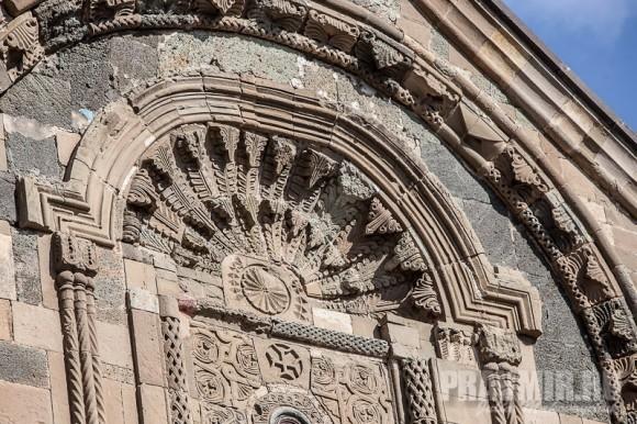 Внешние украшения храма