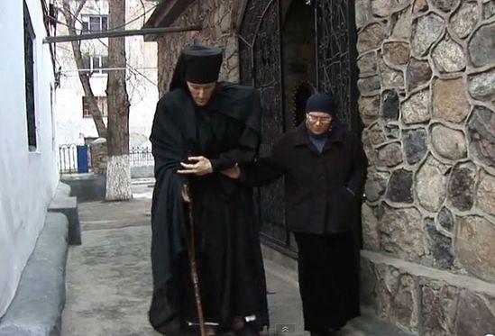 Монах Фаддей и вдова о.Игоря Розина матушка Екатерина. Кадр из фильма «Разбойник»